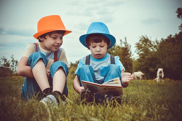 chlapci u knihy